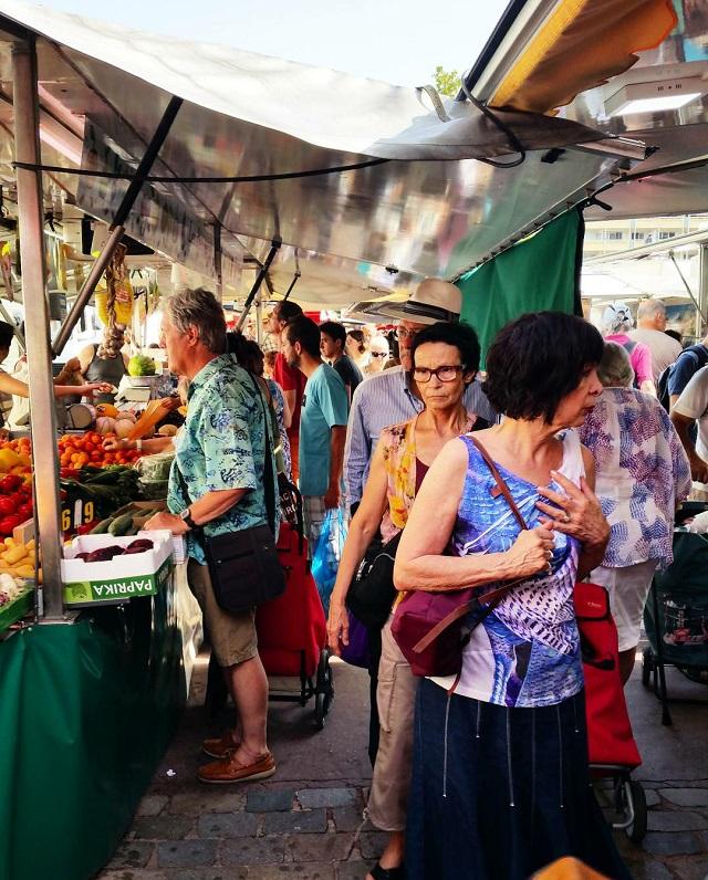 Le marché de Monplaisir, Lyon – Copyright © Gratinez