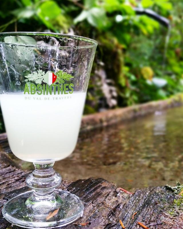 Dégustation d'absinthe 'clandestine', région Jura et Trois Lacs – Copyright © Gratinez