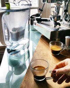 De l'eau BRITA das son café – Copyright © Gratinez