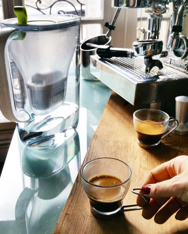 De l'eau BRITA dans son café – Copyright © Gratinez