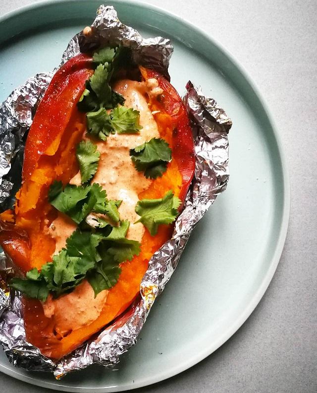 Patate douce rôtie, sauce crémeuse paprika fumé et chipotle – Copyright © Gratinez