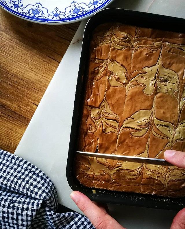 Brownie marbré au tahini et chocolat Cémoi – Copyright © Gratinez
